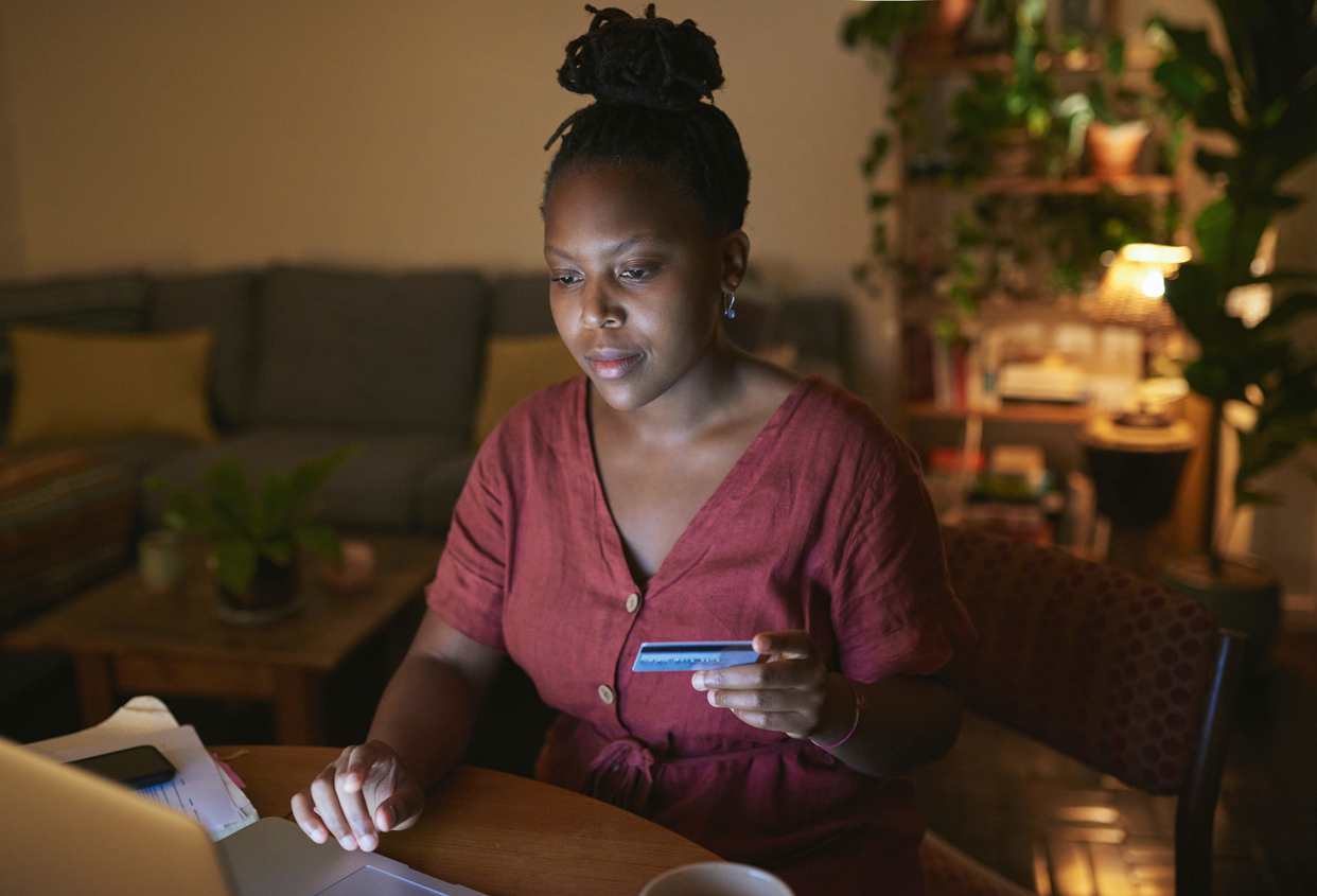 woman online shopping on laptop